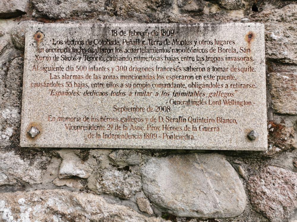 Inscripción da batalla que tivo lugar na zona.
